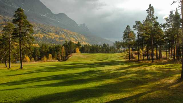 The scenic opening hole at Narvik GK.