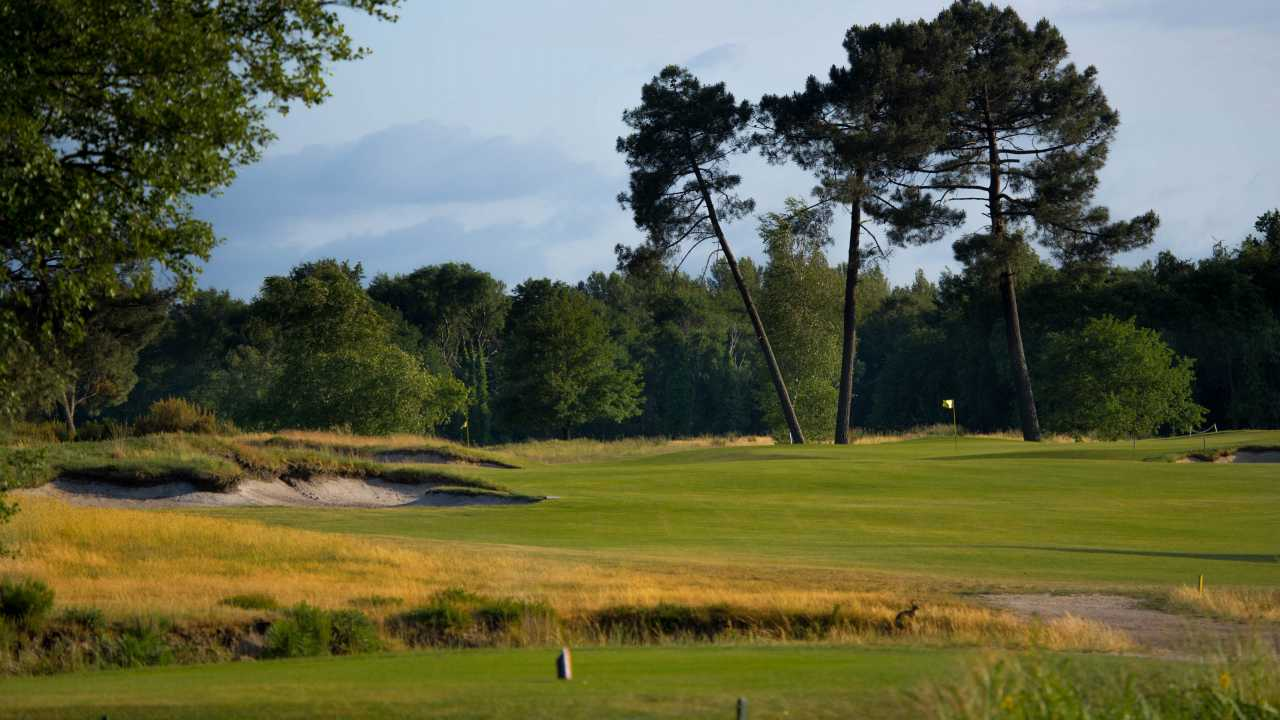 The 4th green at Les Chateaux, Golf du Medoc.