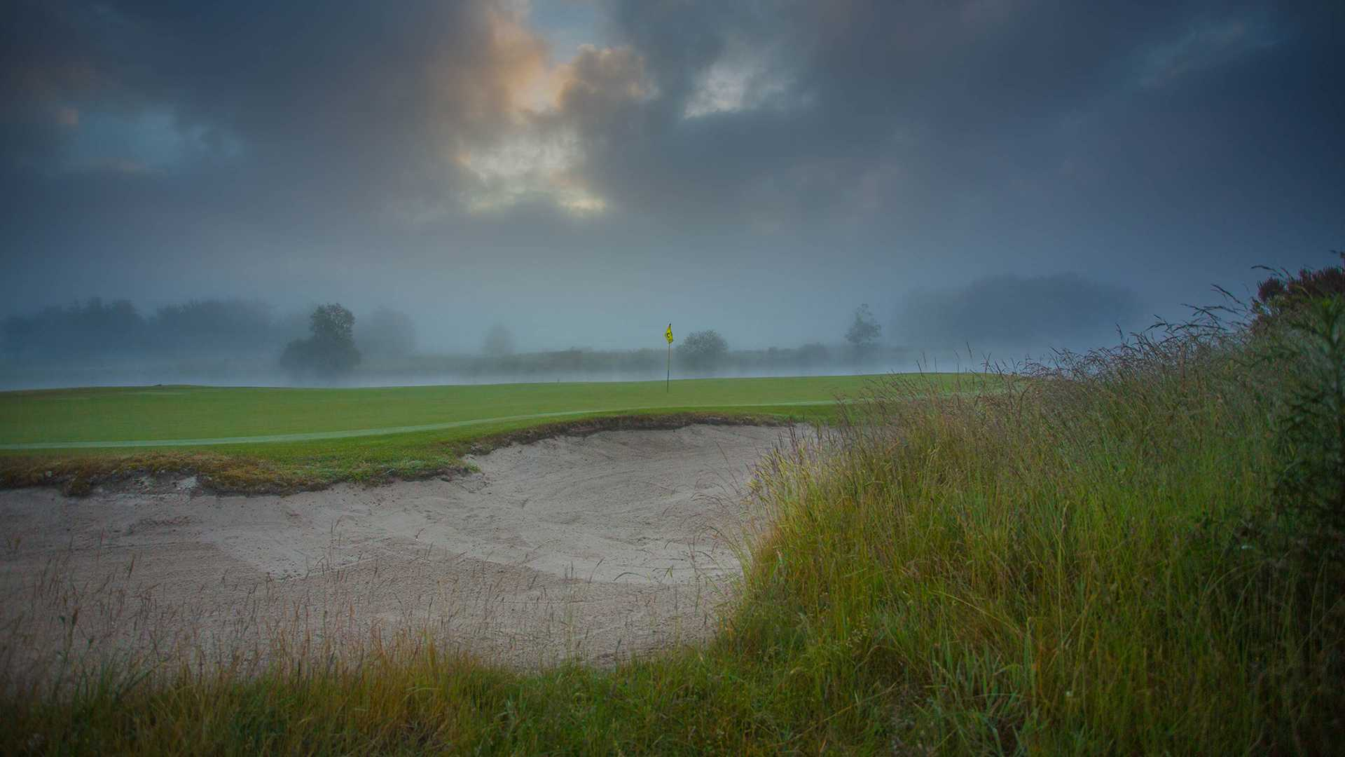 The 8th green on a misty morning.