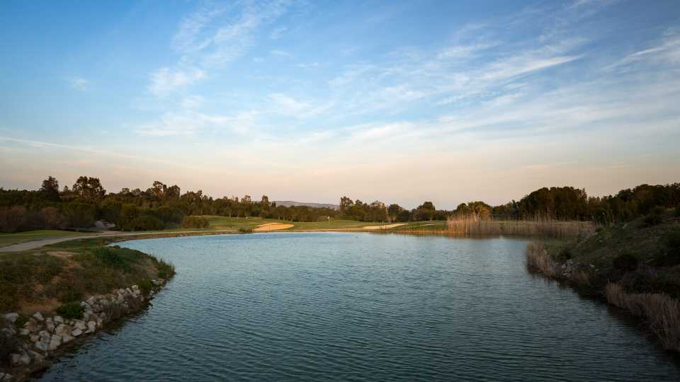 The 8th hole at La Forêt is tantalizing, a short par four around a lake.
